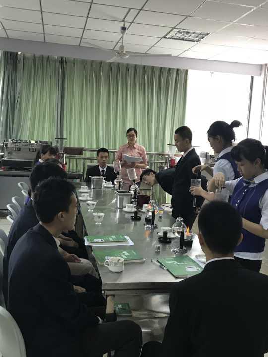 航空服务专业学生拓展专业技能,开展咖啡技能学习