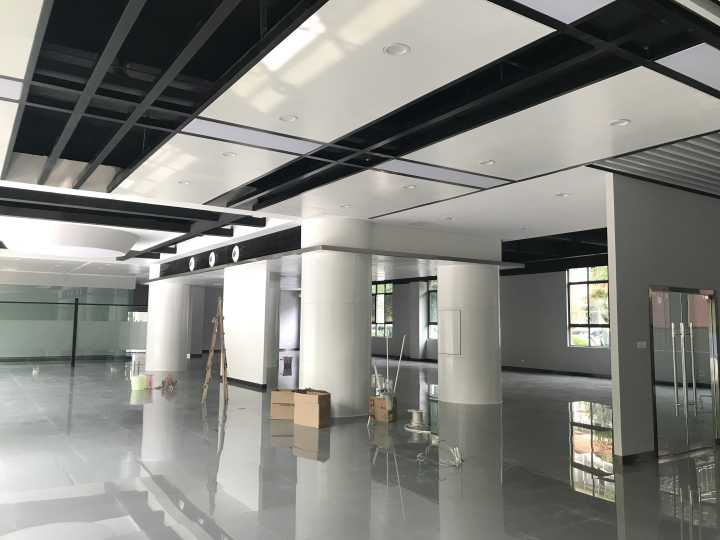 历时三个月的努力宽敞明亮的航空实训基地大厅终于旧貌换新颜了